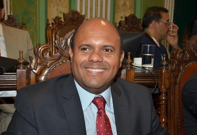 Apesar das viagens de Neto, Bruno e Geraldo, Kiki não será prefeito de Salvador