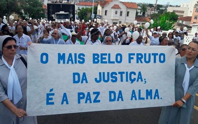 Paróquias da Cidade Baixa fazem caminhada pedindo paz em Salvador