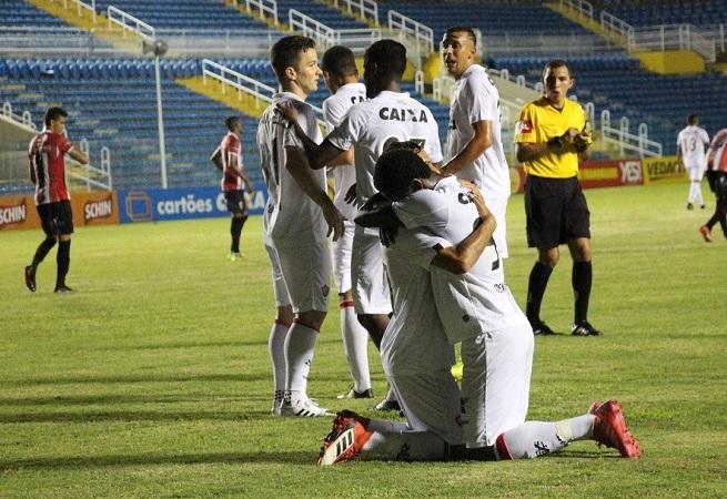 Vitória bate o Ferroviário por 4 a 1 pela Copa do Nordeste; veja os gols