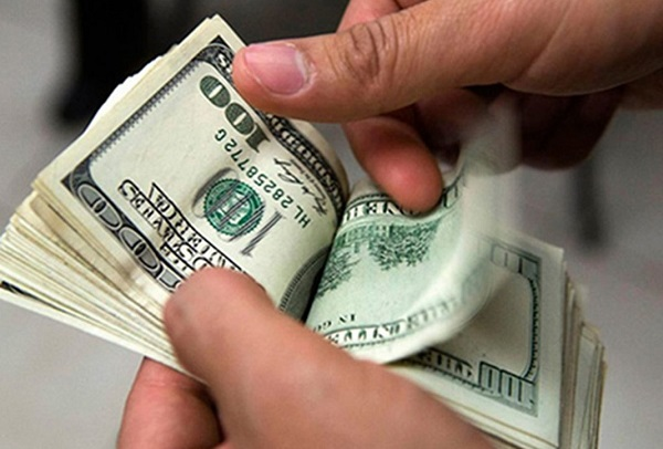 Dólar ultrapassa R$ 3,70, maior cotação dos últimos dois anos