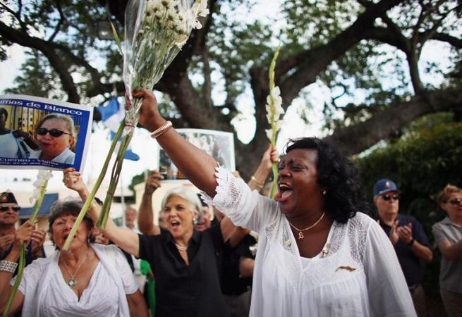 Novo presidente de Cuba prende líderes do grupo Damas de Branco