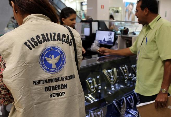 Codecon fiscaliza venda de produtos para o Dia das Mães em Salvador