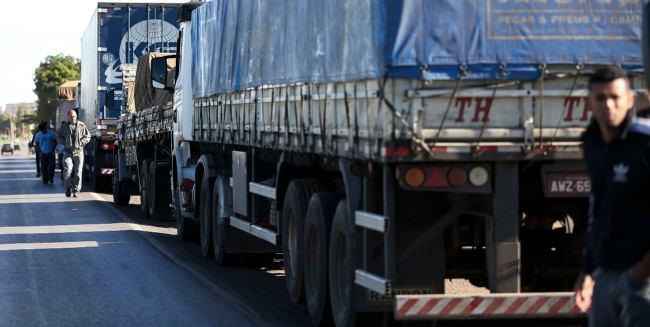 Governo cede e reduz diesel na bomba em R$ 0,46 por 60 dias