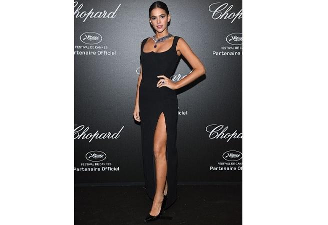 Com colar de R$ 3 milhões, Bruna Marquezine participa de evento em Cannes