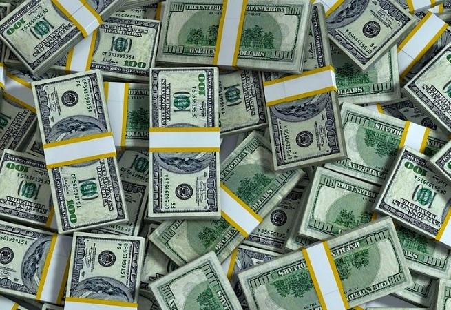 Entrada de dólares supera saída em US$ 4 bilhões no ano até 10 de maio