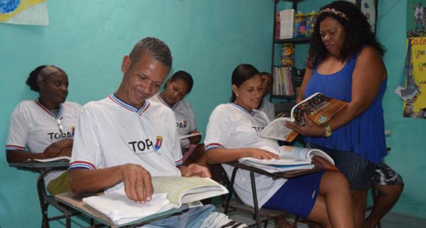 TOPA alfabetiza marisqueiras e pescadores do Subúrbio Ferroviário de Salvador