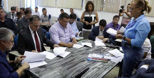 Cinco empresas disputam licitação para serviços de limpeza urbana em Salvador