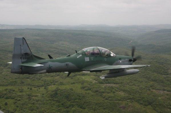FAB intercepta monomotor com drogas na fronteira com a Bolívia