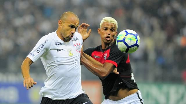 Vitória e Corinthians empatam sem gols pelo Brasileirão