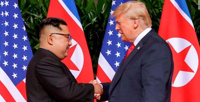 Trump e Kim assinam acordo para desnuclearizar península coreana