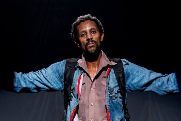 Ator do Bando de Teatro Olodum leva tiro na perna em Salvador
