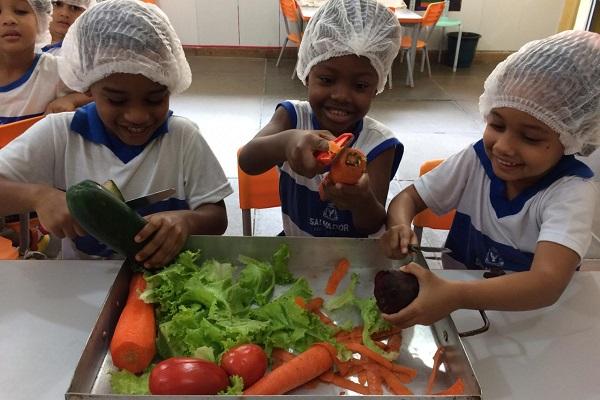 Salvador: Escola Municipal ensina crianças a terem alimentação saudável