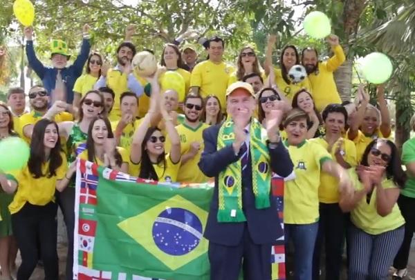 Diplomatas dos EUA gravam vídeos em apoio à Seleção Brasileira; assista