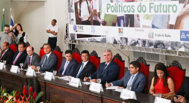 "Ao lado de Rui, Neto, Rotondano e Fux, Coronel participa do ""Políticos do Futuro"""