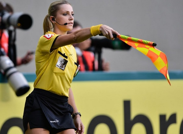 Ex-bandeirinha Fernanda Colombo vai à Rússia apoiar árbitro brasileiro