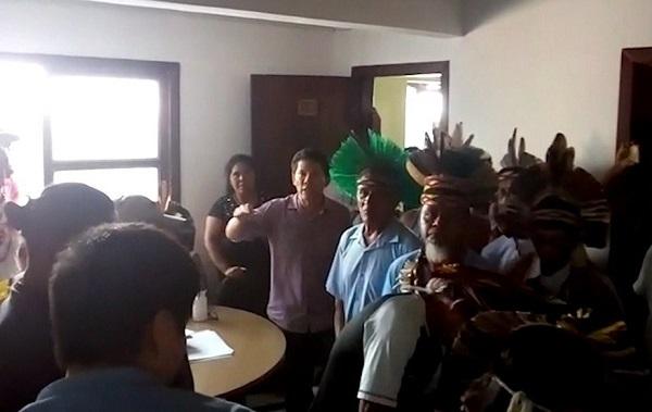 Índios ocupam sede da Funai em Porto Seguro
