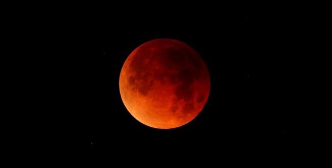 """""""Lua de Sangue"""": Brasileiros podem ver eclipse total da Lua nesta sexta"""