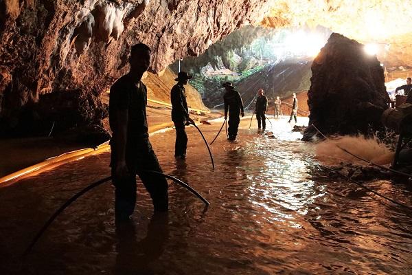 Diretores querem levar resgate em caverna na Tailândia para o cinema