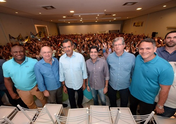 José Ronaldo e ACM Neto são recebidos com festa em Barreiras