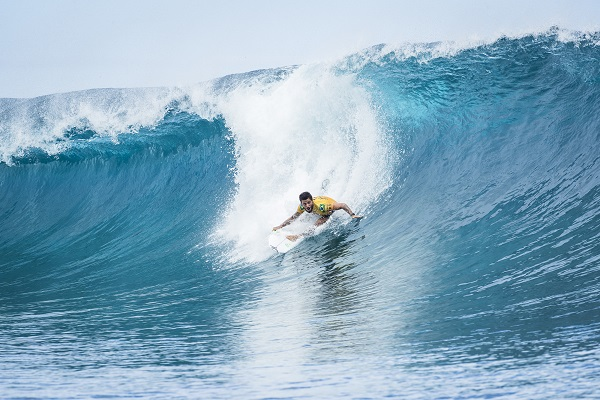 Cinco brazucas avançam na abertura do Tahiti Pro Teahupoo