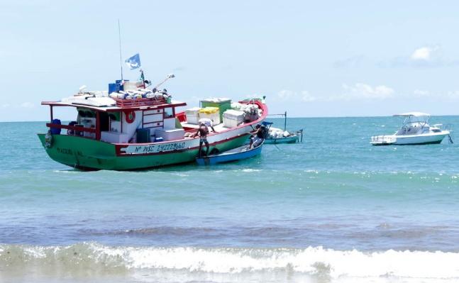 Aulas do programa Mar Azul são iniciadas na Costa de Camaçari