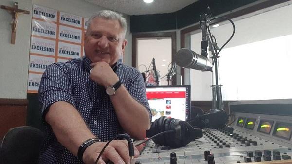 Radialista e apresentador de TV Josenel Barreto completa 35 anos de carreira