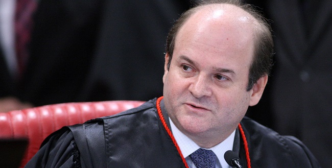 Bolsonaro reconduz o ministro Tarcísio Vieira ao TSE