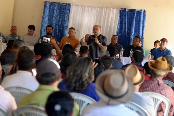 Zé Ronaldo se compromete em concluir estrada prometida pelo governo em Buritirama