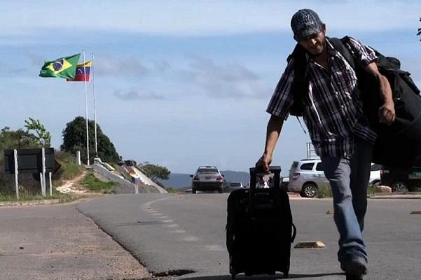 Mais de 800 venezuelanos entram no Brasil após reabertura da fronteira