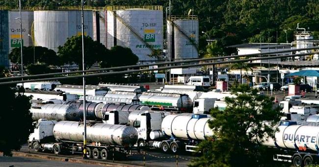Petrobras reduz em 3% o preço do diesel e da gasolina nas refinarias