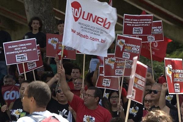 Professores da UNEB, UEFS e UESB iniciam greve nesta terça