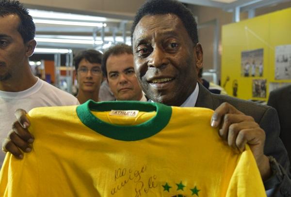 Pelé completa 78 anos reverenciado pelo esporte mundial