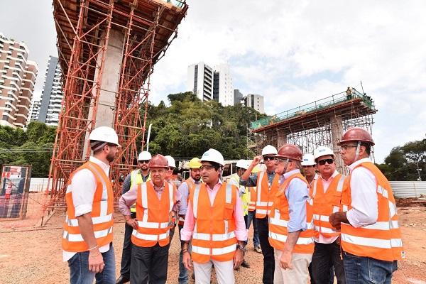 ACM Neto vistoria obras do BRT de Salvador
