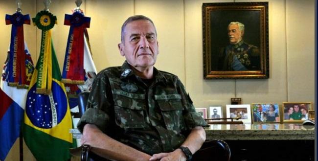 """""""Bolsonaro é muito mais político do que militar"""", diz comandante do Exército"""