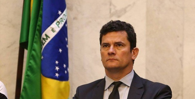 """""""Povo na rua é democracia"""", comemora Sergio Moro"""