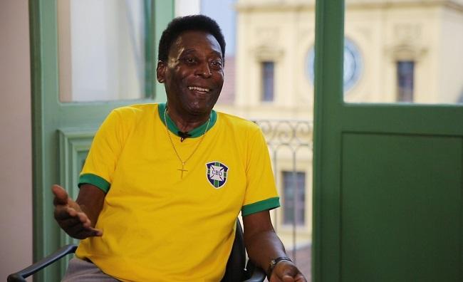 Pelé pede apoio da população brasileira ao governo Bolsonaro
