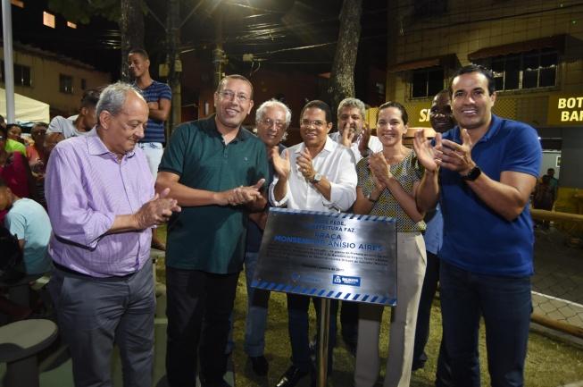Bruno Reis inaugura obras nos bairros do Uruguai e Pau da Lima