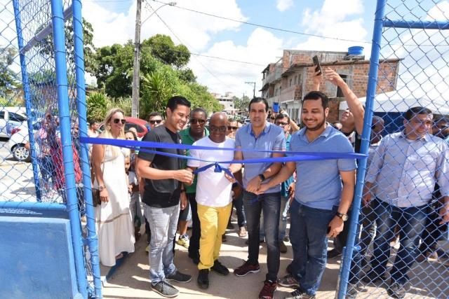 Bruno Reis entrega campos de futebol em Fazenda Coutos e Cajazeiras V