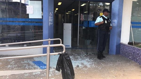 Grupo armado ataca carro-forte no Subúrbio de Salvador