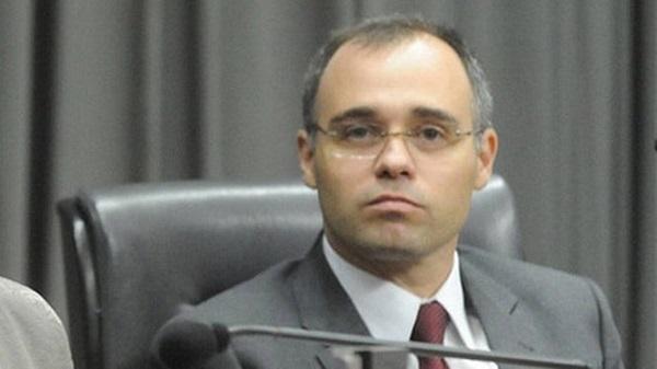 Ministério da Justiça entrega suposto dossiê contra opositores ao Congresso