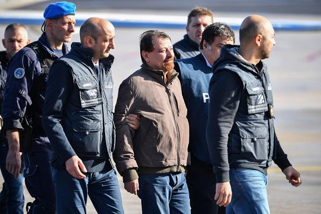 Terrorista Cesare Battisti chega à Itália após quase 40 anos