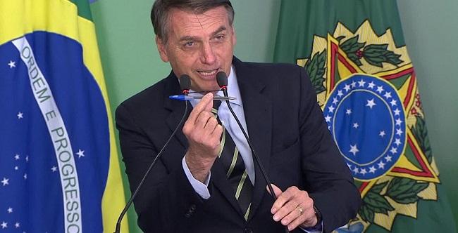 """Bolsonaro: """"Se Eduardo está sendo criticado, é sinal de que é a pessoa adequada"""""""