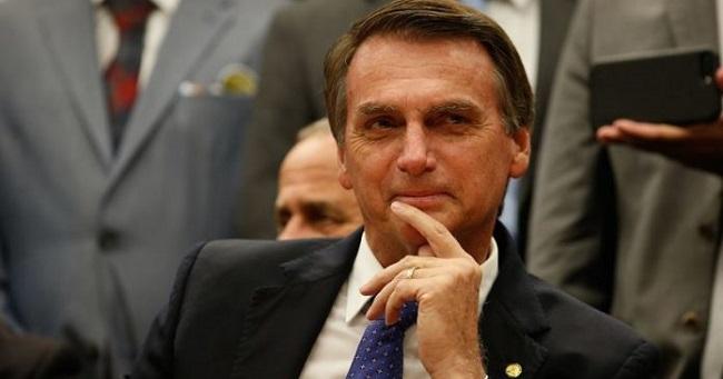 Celulares de visitantes são recolhidos antes de audiências com Bolsonaro