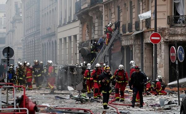 Explosão em Paris mata 4 pessoas e fere outras 32
