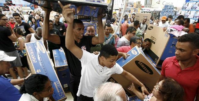 """Shoppings de Salvador alteram horário de funcionamento em razão da """"Black Friday"""""""