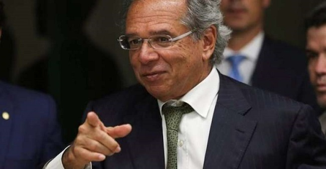 Paulo Guedes autoriza aporte de R$ 500 milhões para fundo garantidor do Fies