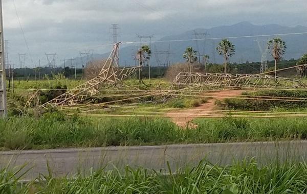 Bandidos derrubam torre de transmissão em Fortaleza