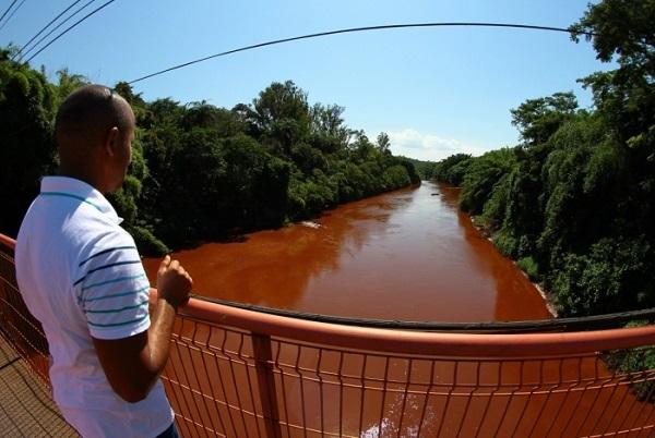 AGU pede à Justiça que obrigue Vale a pagar análise da água em Brumadinho