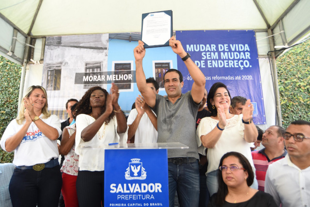 Bruno Reis inaugura obras e autoriza reforma de 200 casas na Polêmica