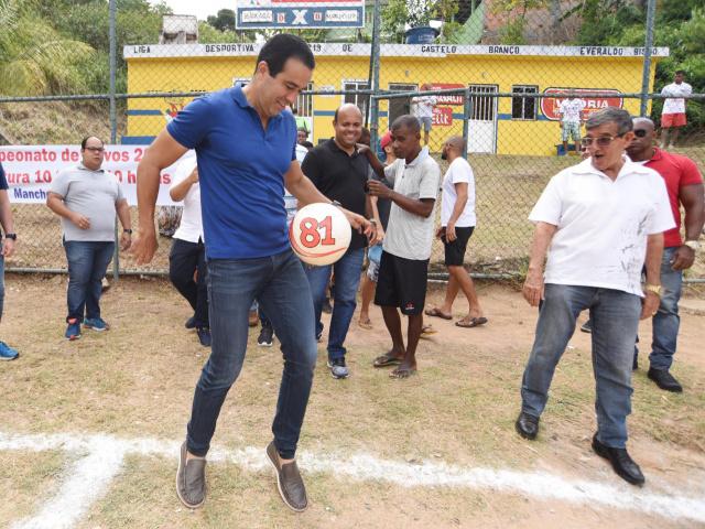 Bruno Reis entrega Campo do Master reformado em Pirajá